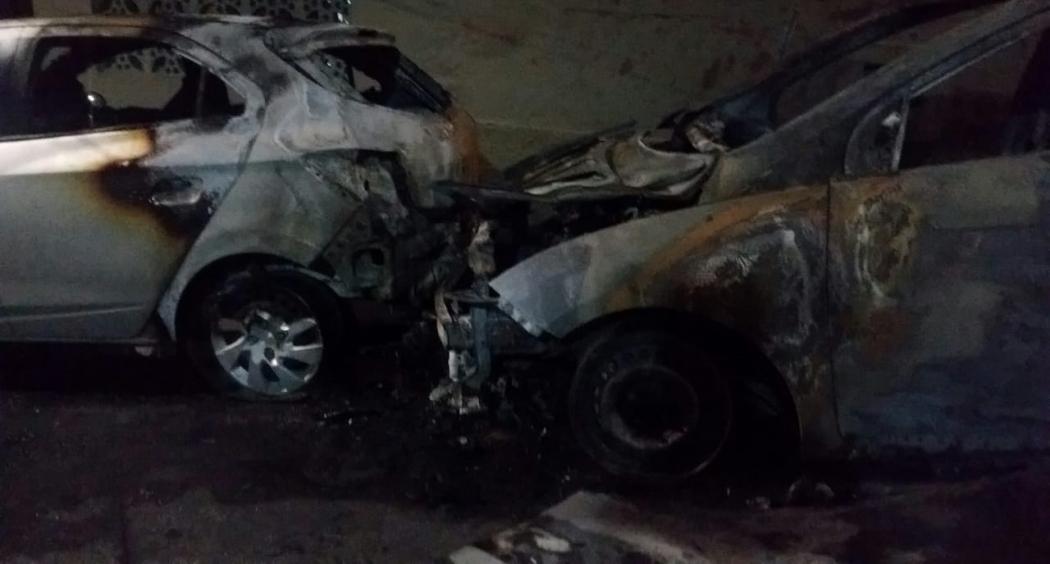 Um outro carro, modelo Onix, que pertence a um servidor público, também foi atingido pelas chamas. . Crédito: Isaac Ribeiro