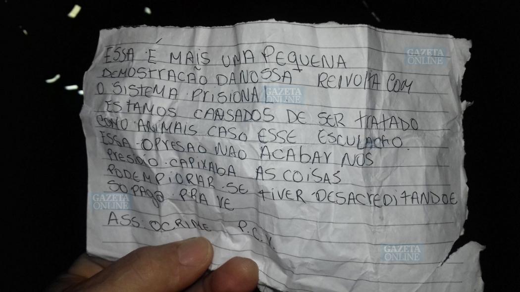 Bilhete deixado por criminosos após incêndio que destruiu ônibus na Serra. Crédito: Gazeta Online
