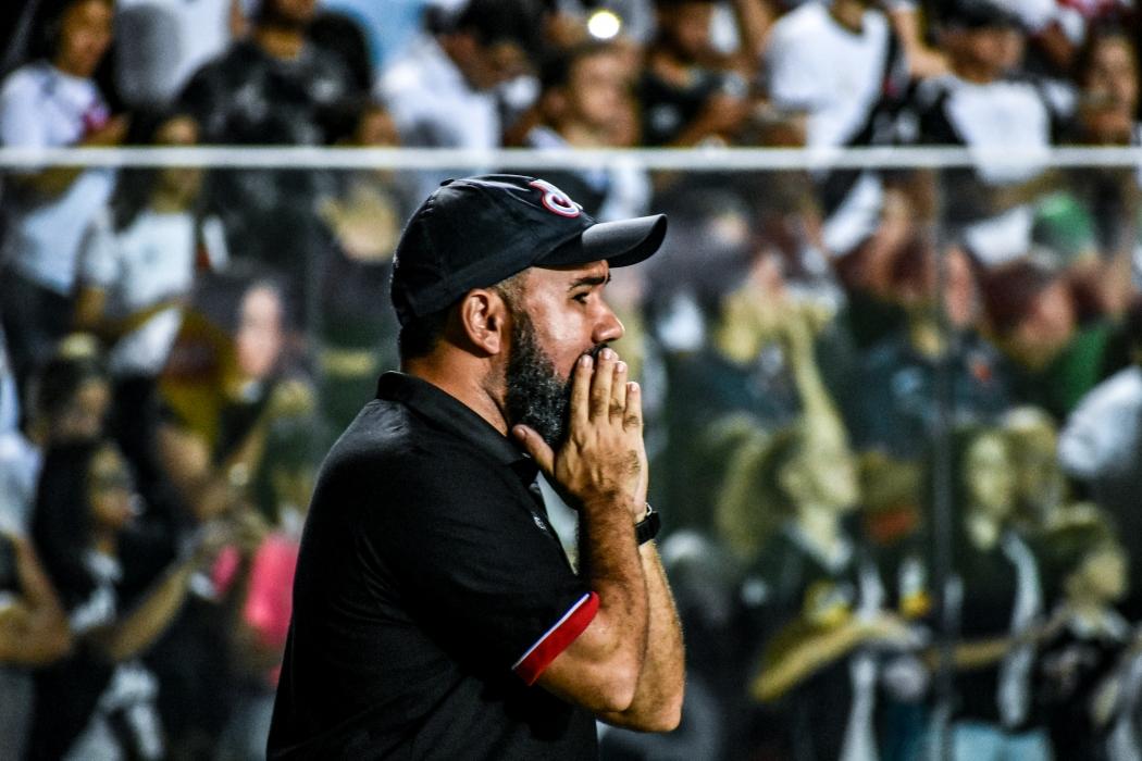 O técnico Cleiton Marcelino, do Serra. Crédito: João Brito/Divulgação