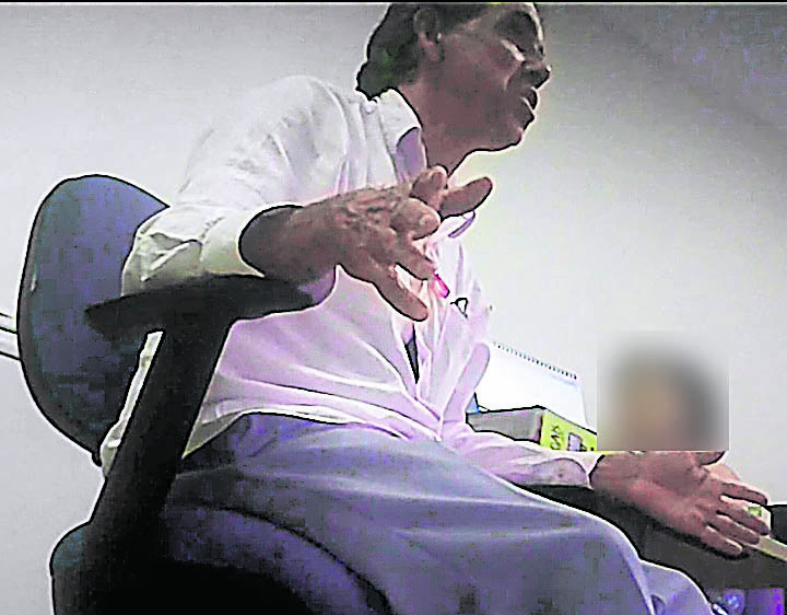 Vereador Geraldinho Feu Rosa (PSB) foi filmado durante reunião com servidores de seu gabinete. Crédito: Reprodução