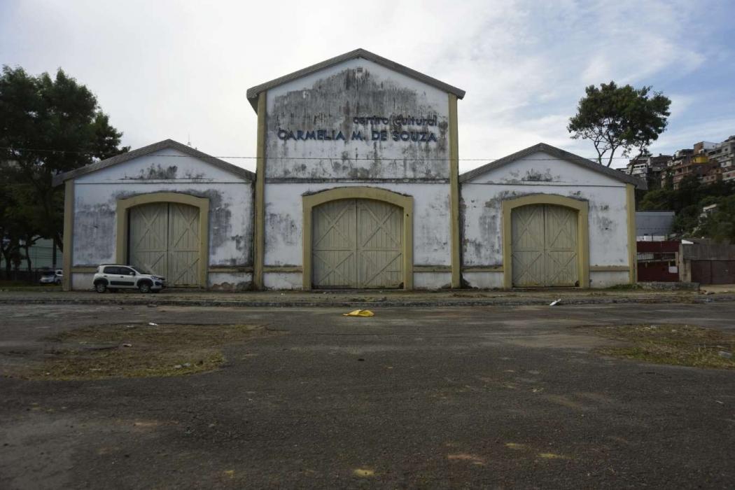 Teatro Carmélia pertence à União e está cedido à prefeitura, que iria reformá-lo. Crédito: Vitor Jubini