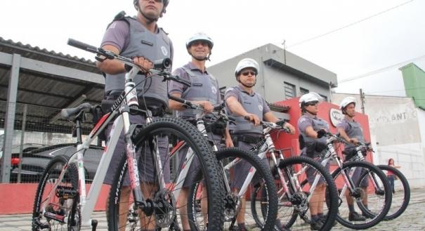 Polícia faz patrulhamento de bicicleta