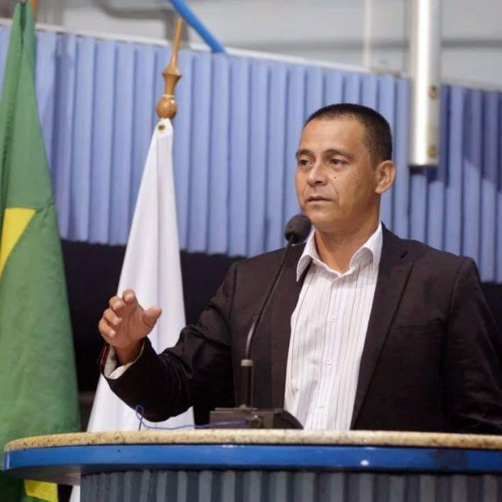 Presidente da Câmara, Cléber Félix, alegou que a limpeza na véspera dos feriadões estava previsto em contrato, o que não conseguiu provar. . Crédito: Divulgação