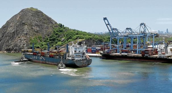 Porto de Vitória abre vagas para profissionais de nível superior