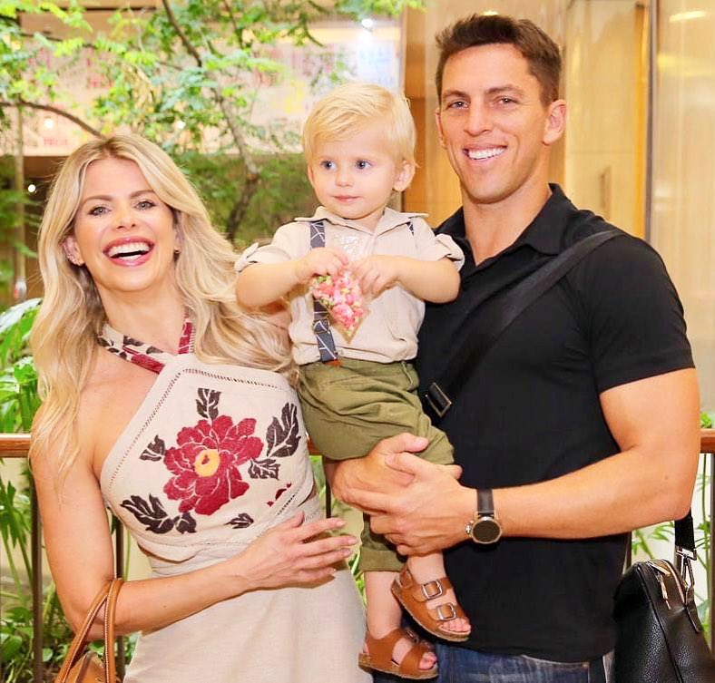 Karina Bacchi e o marido, Amaury Nunes, com o filho, Enrico Bacchi