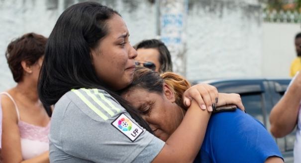 Parentes de vítima em atentado na Escola Estadual Raul Brasil, em Suzano (SP)