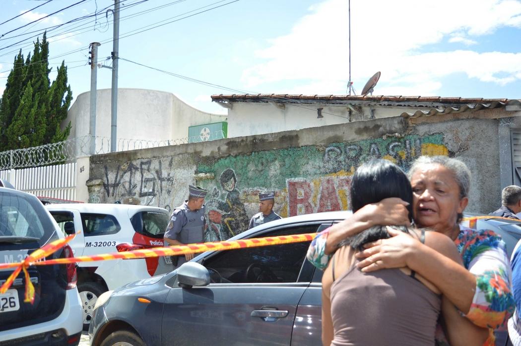Parentes de vítima em atentado na Escola Estadual Raul Brasil, em Suzano (SP). Crédito: Agência Estado