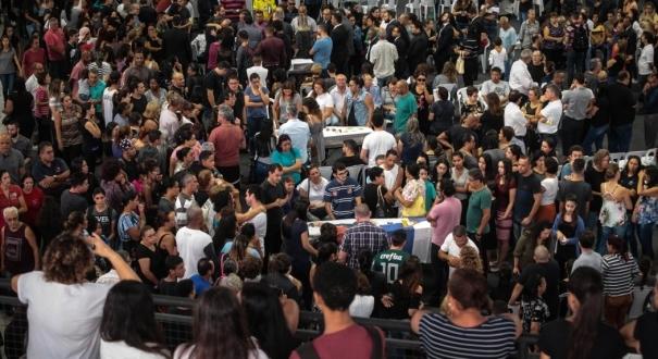 Velório dos corpos de seis das vítimas do ataque ocorrido na Escola Estadual Professor Raul Brasil