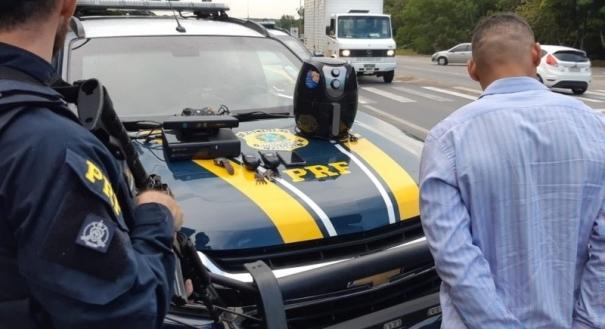 Homem é preso durante abordagem da PRF na BR 101