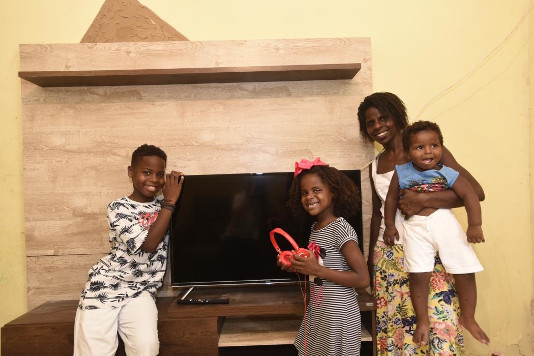 Jeremias Reis, do The Voice Kids Brasil 2019, ganhou uma sala nova com direito a TV zerada para curtir a programação. Crédito: Vitor Jubini