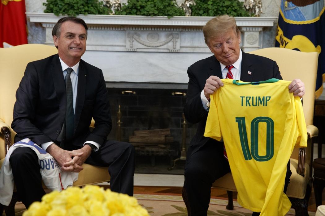 Trump diz que apoia Brasil na OCDE e vai discutir com Bolsonaro ação militar na Venezuela                                                                                                                                                                                                                                                                                                                                        . Crédito: Evan Vucci/AP