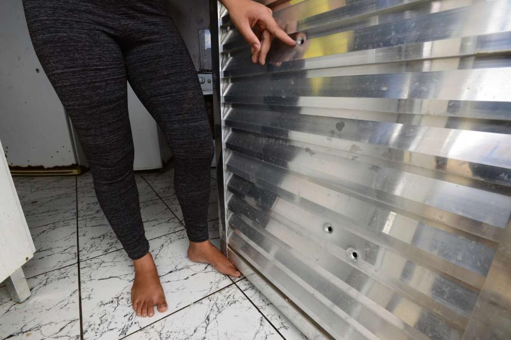 Marcas de tiros dados na residência de Cleusa. Crédito: Bernardo Coutinho | Arquivo | GZ