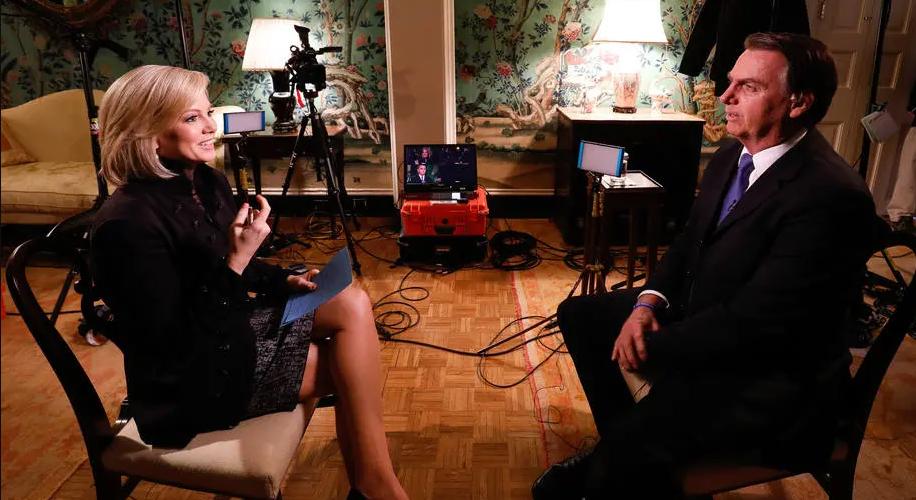 O presidente Jair Bolsonaro concede entrevista para Shannon Bream, apresentadora da Fox News. Crédito: Alan Santos/Presidência da República