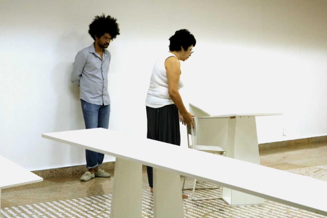 """A exposição """"Trabalho do Chão"""" em fase de montagem; exposição fica em cartaz na Galeria Homero Massena, no Centro de Vitória. Crédito: Galeria Homero Massena/Divulgação"""