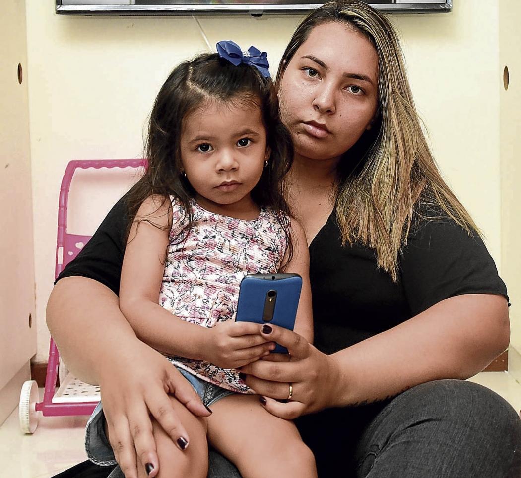 Larissa Jacob, ela descobriu que a filha de 3 anos assistiu um a um video no Youtube que aparece a Moma . Crédito: Ricardo Medeiros