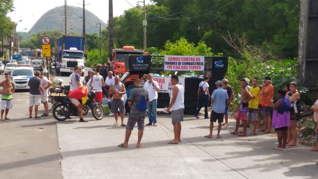 Moradores de Ilha das Flores fazem protesto contra instalação de tanques de combustíveis. Crédito: Eduardo Dias