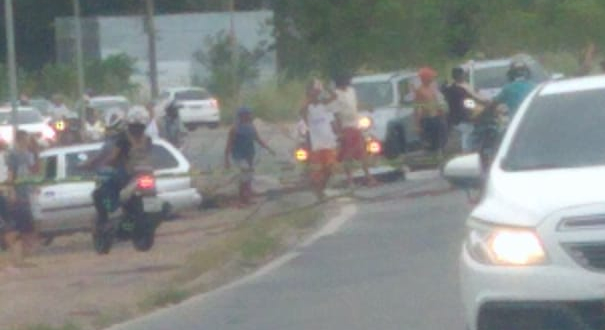 Protesto interdita trecho da BR 101, na Serra. Crédito: Internauta | Gazeta Online