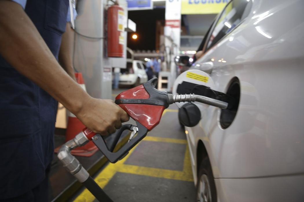 Petrobras baixa gasolina em R$ 0,03 e diesel em R$ 0,04. Crédito: Marcello Casal Jr/Agência Brasil