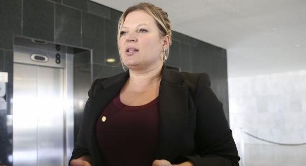 A líder do governo no Congresso, deputada Joice Hasselmann (PSL-SP) disse nesta quinta-feira (23) que o prazo está muito apertado e que é mais viável tentar abordar a questão em um projeto de lei. Crédito: Valter Campanato/Agência Brasil | Arquivo
