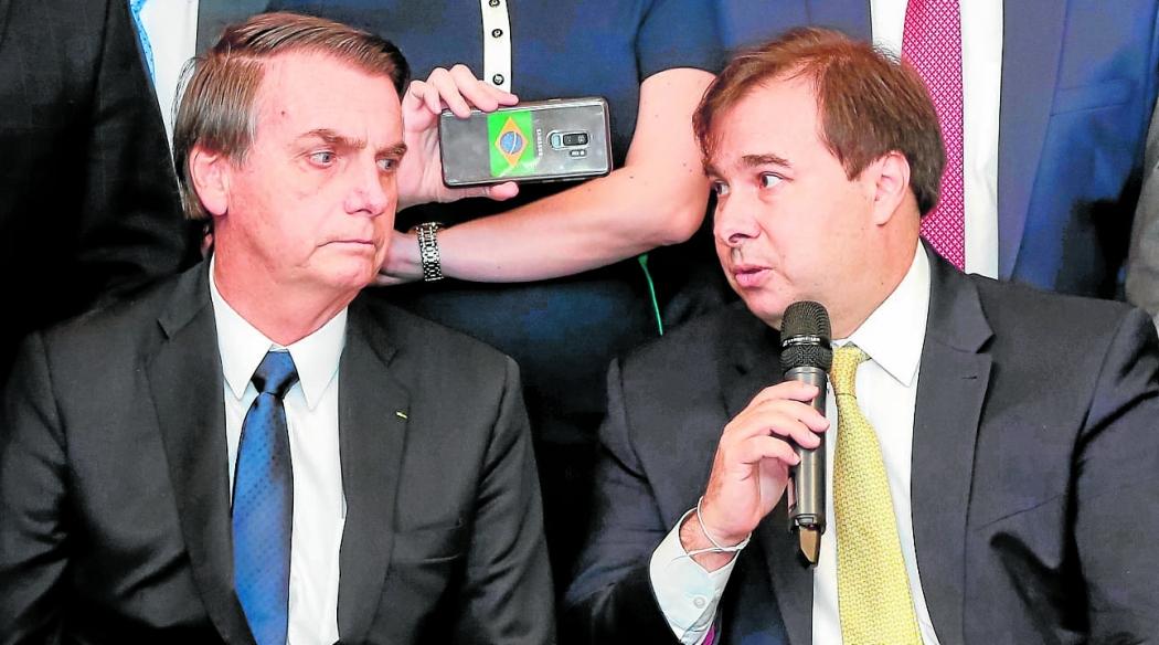 Jair Bolsonaro durante a entrega do texto da reforma da Previdência a Rodrigo Maia, em fevereiro. Crédito: Marcos CorrÍa/PR