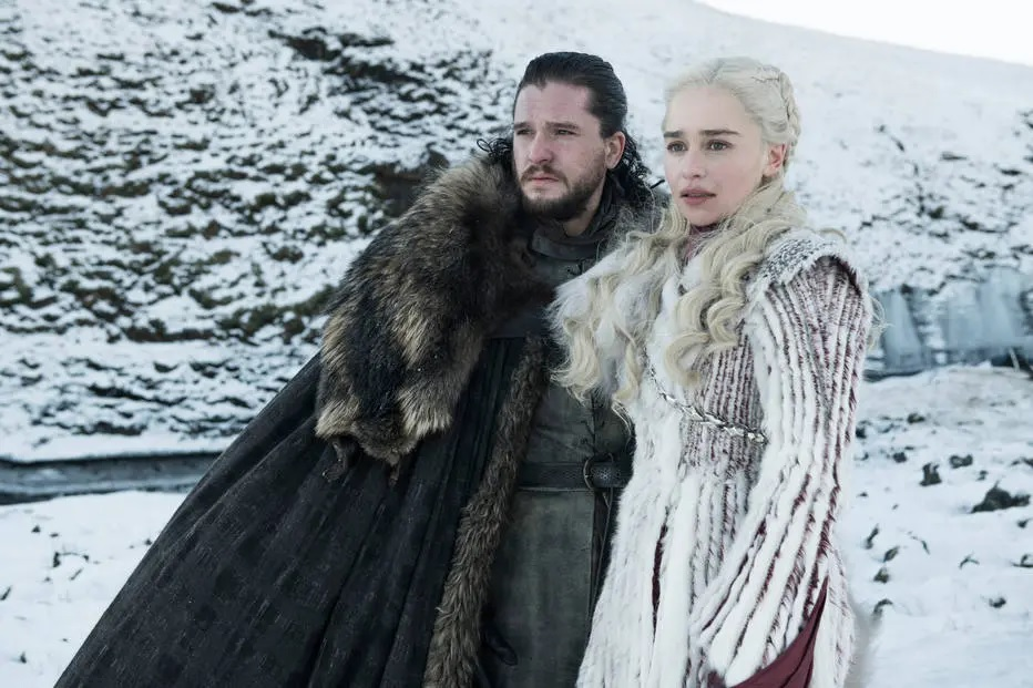 Jon Snow (Kit Harington) e Daenerys Targaryen (Emilia Clarke) em cena da 8ª temporada de 'Game of Thrones'. Crédito: HBO / Divulgação