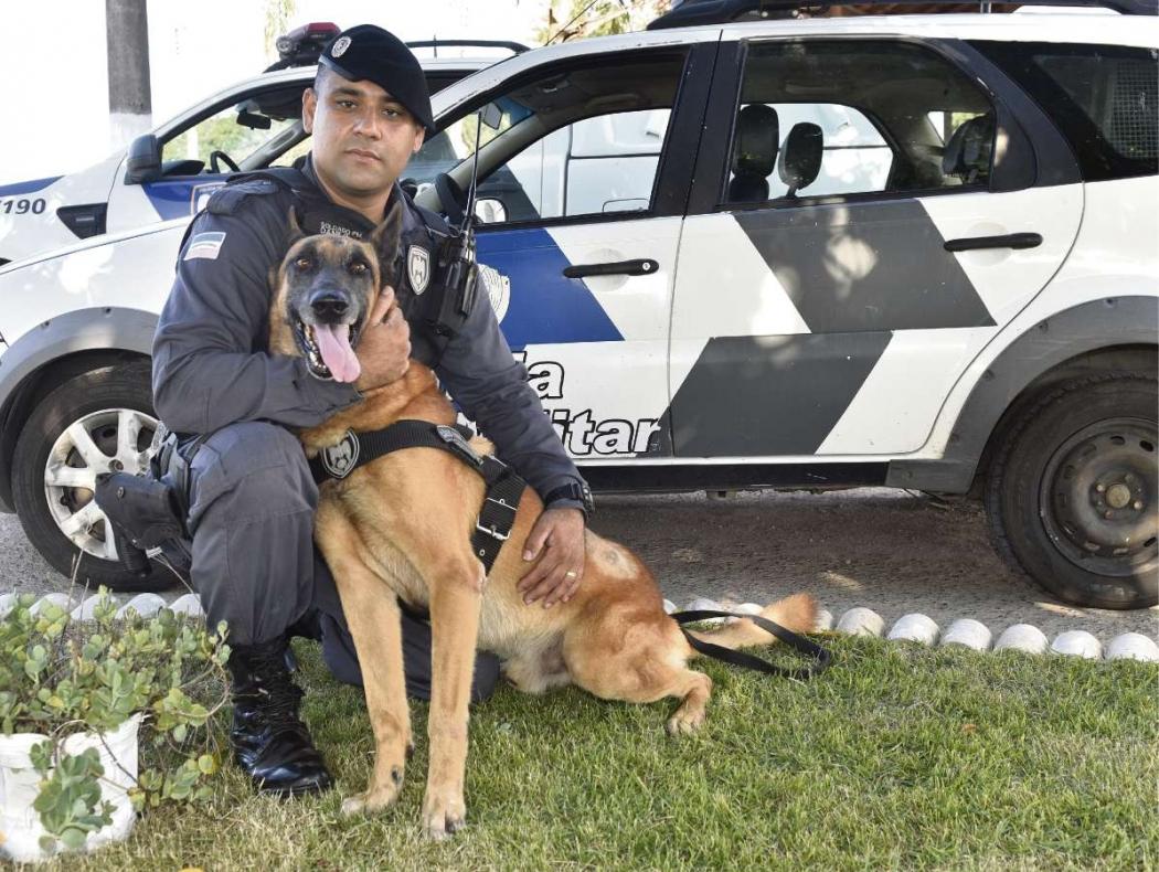 Soldado Daniel e o cão Isack formam a equipe K-9 da 14ª Companhia Independente. Crédito: Fernando Madeira