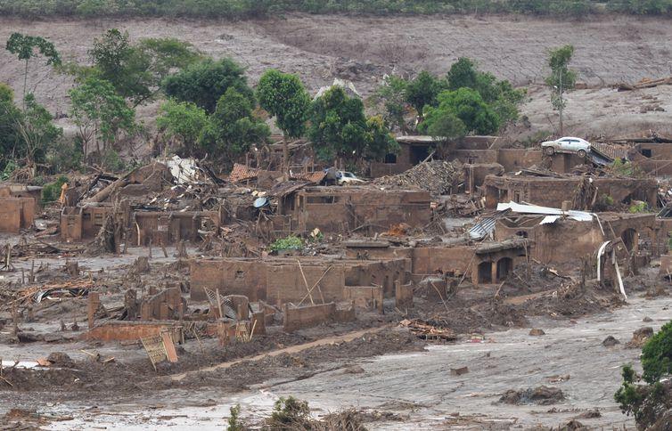 Distrito de Bento Rodrigues, em Mariana (MG), atingido pelo rompimento de barragens da mineradora Samarco . Crédito: Antonio Cruz/ Agência Brasil
