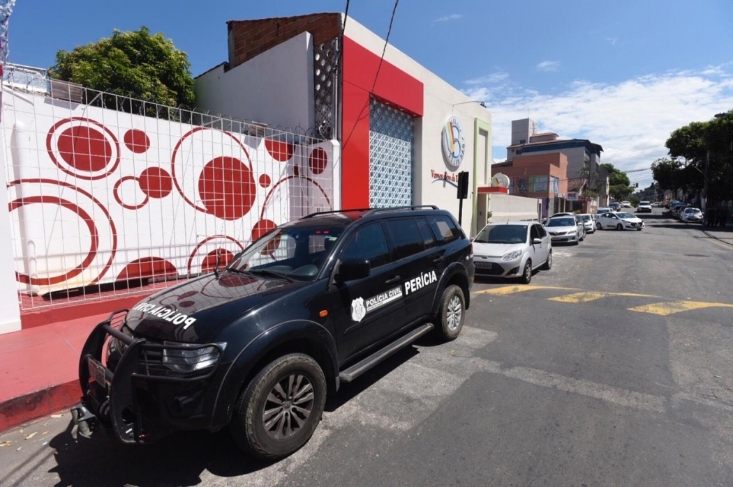 Perícia da Polícia Civil visita creche onde houve surto de diarreia. Crédito: Vitor Jubini