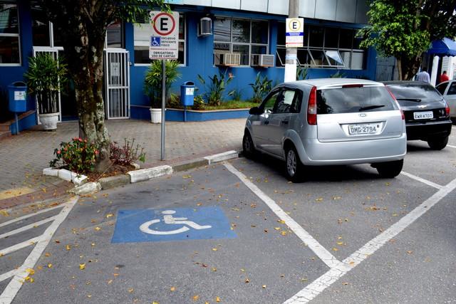 Credencial de estacionamento para idoso em Fortaleza terá validade de cinco anos. Crédito: Willian Almeida