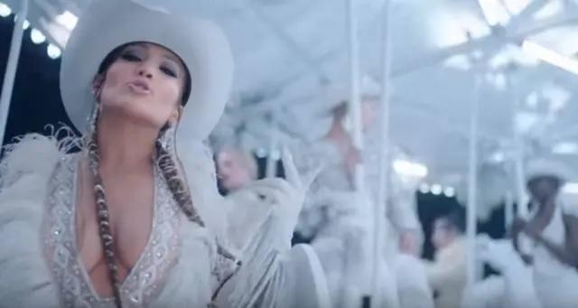 08/04/2019 - Jennifer Lopez durante o clipe da música 'Medicine'. Crédito: Captura de tela do clipe ENTITY_apos_ENTITYMedicineENTITY_apos_ENTITY (2019) / YouTube