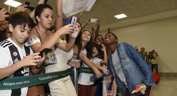 Jeremias Reis chega no Aeroporto de Vitória