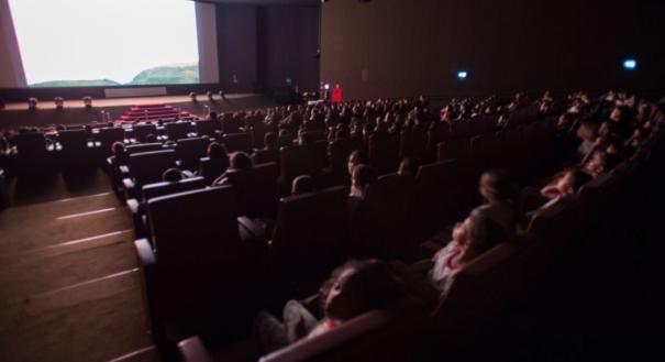 AGU é contra que cinemas proíbam compra de alimentos em outras lojas