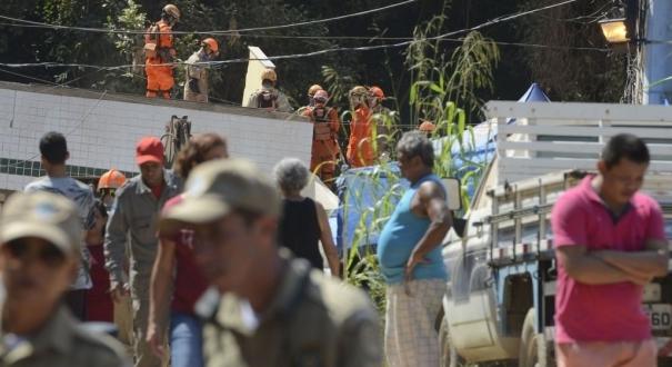 Equipes que atuam na busca e resgate de pessoas após o desabamento dos dois prédios na comunidade da Muzema, continuam as buscas