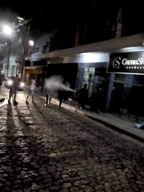 Confusão envolveu torcedores do Rio Branco na frente da Federação de Futebol do Espírito Santo. Crédito: Reprodução