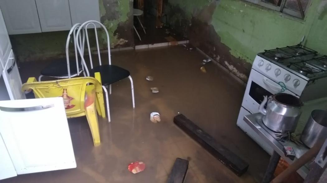 Estragos da chuva na Ilha de Santa Maria em Vitória  . Crédito: Caíque Verli