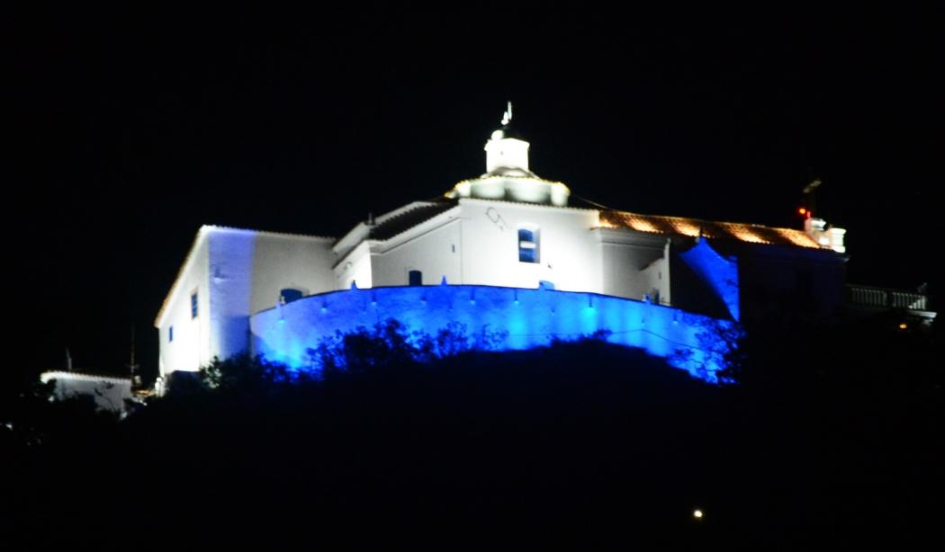 O Convento da Penha recebeu uma nova iluminação, com sistema mais moderno, todo em LED, o que também permite uma economia no consumo de energia, mesmo ampliando a luminosidade. Crédito: Divulgação