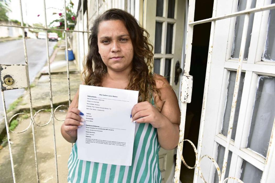 Suellen Lanoes de 25 anos está há muito tempo à procura de emprego. Crédito: Marcelo Prest | GZ