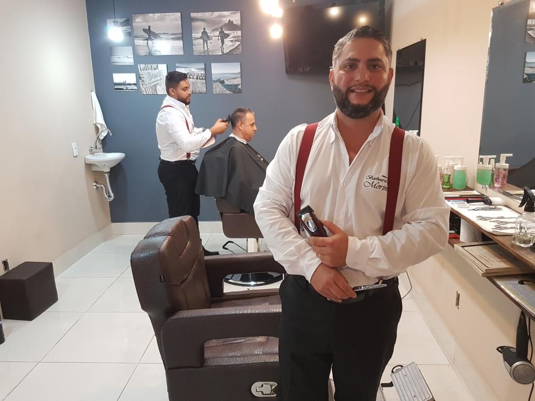 O administrador Pablo Morini investiu no ramo da barbearia após ficar desempregado. Crédito: José Carlos Schaeffer