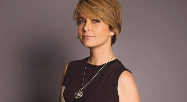 A atriz Cláudia Abreu faz parte do elenco da série