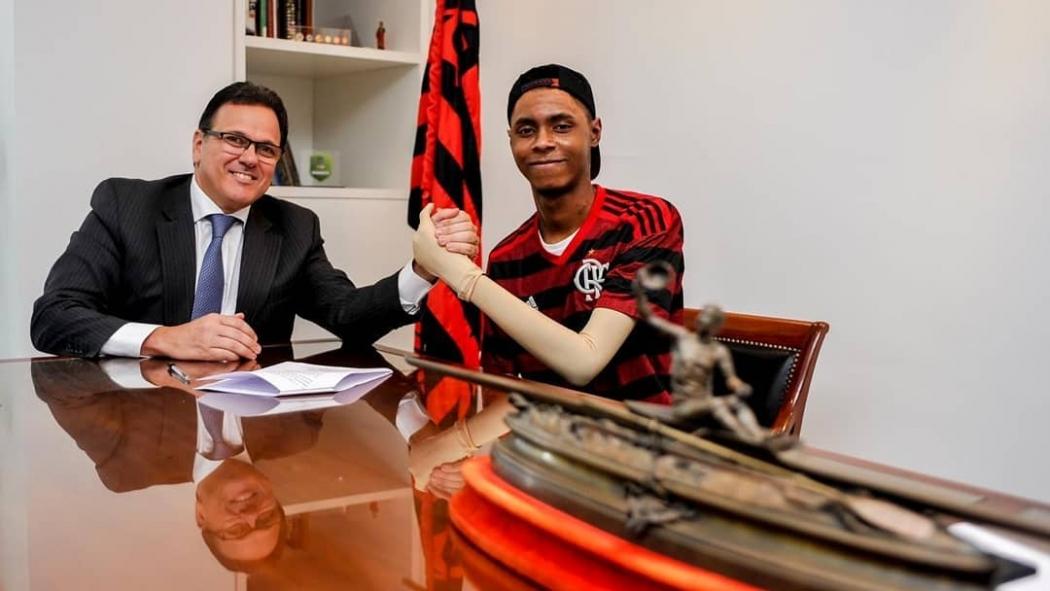 O Flamengo fechou acordo de indenização com a família do atleta capixaba Jhonata Ventura. Crédito: Flamengo/Divulgação