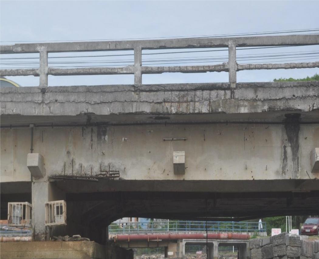 Ponte de Jacaraípe apresenta ferragens expostas. Crédito: Divulgação | Abenc