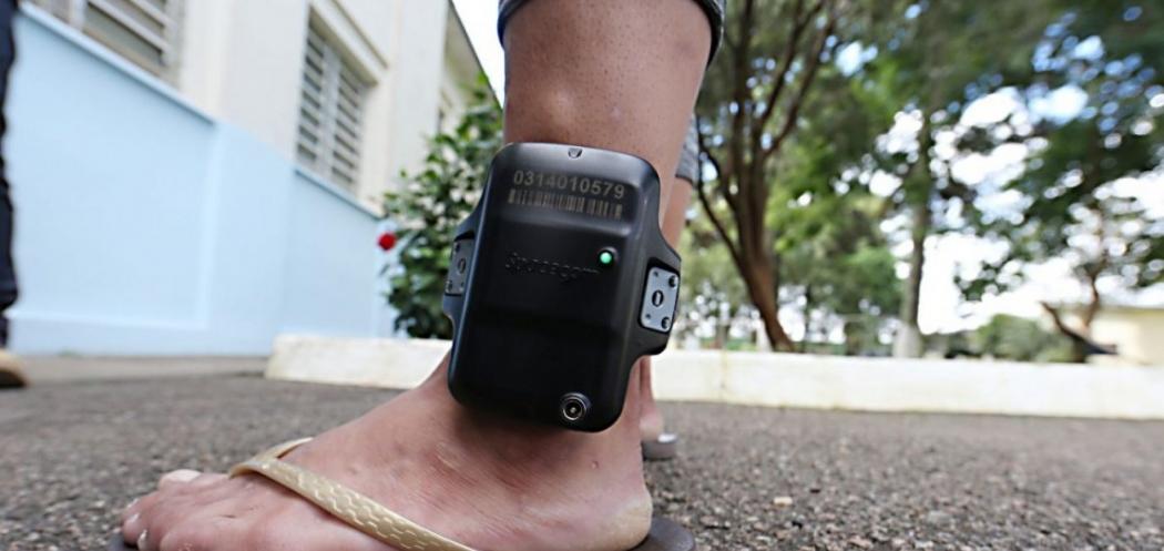 Apenas 250 dos 23 mil presos no Estado estão com tornozeleira eletrônica. Crédito: Divulgação