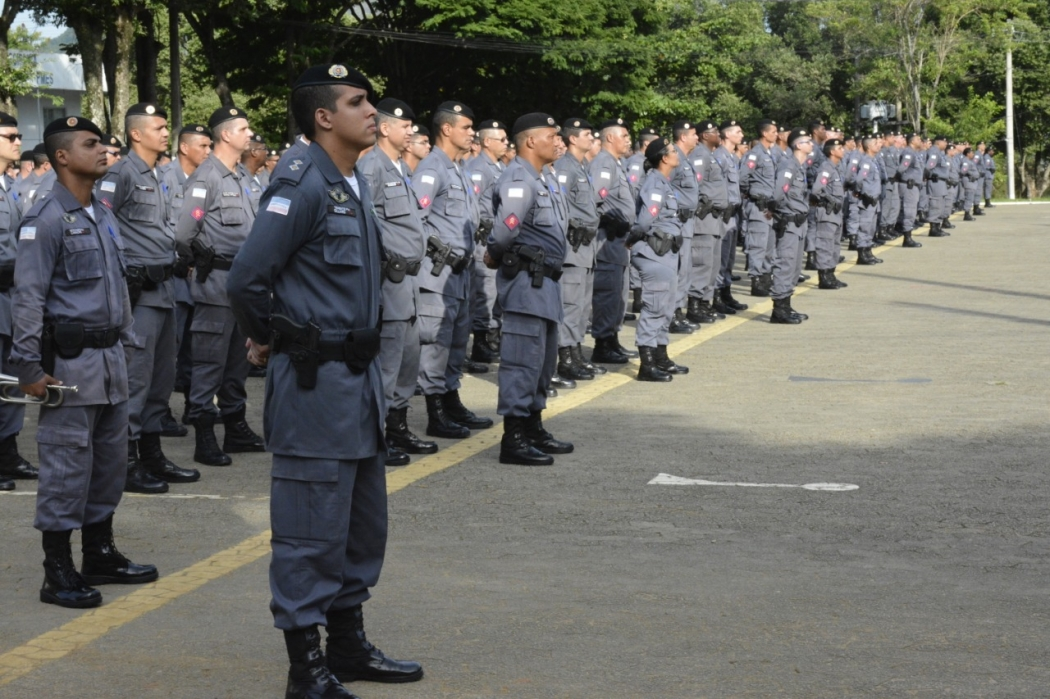 Policiais em forma em solenidade militar. Crédito: Divulgação/PM