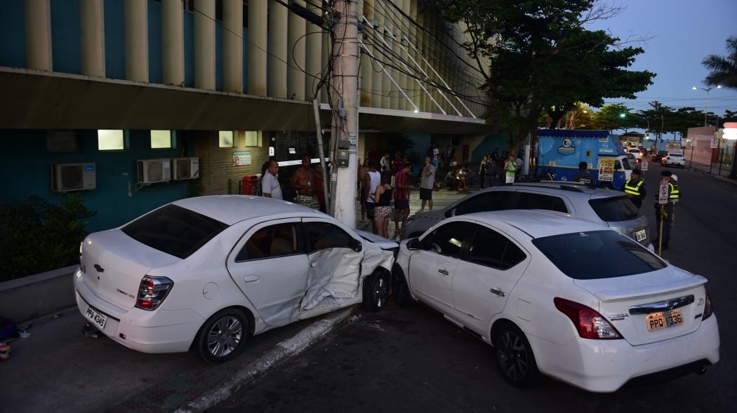 Marcos André acabou batendo o carro ao tentar escapar dos disparos efetuados. Crédito: Ricardo Medeiros