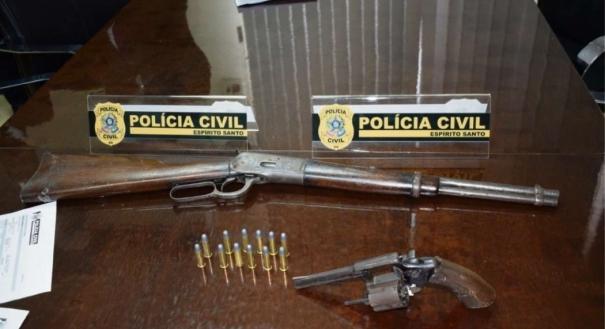Armas que foram apreendidas com Jackson Ferreira de Oliveira