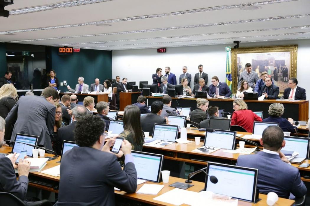 Os deputados aprovaram um requerimento pedindo a realização de audiência pública para discutir a reforma. Crédito: Michel Jesus/Câmara dos Deputados