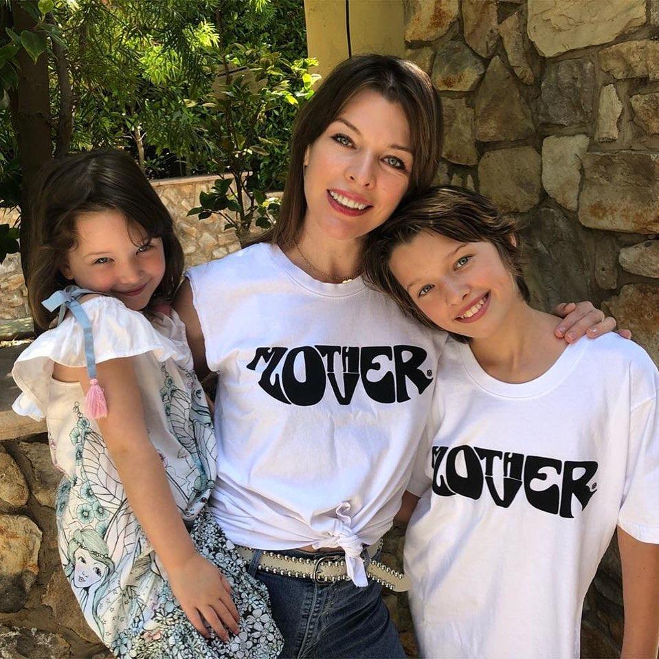 15/05/2019 - A atriz Milla Jovovich com as filhas, Ever Gabo, de 11 anos, e Dashiel Edan, de 4. Crédito: Instagram/@millajovovich