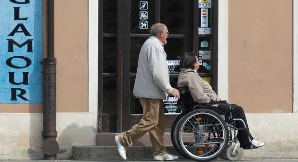 Oportunidade no curso para cuidador de idoso
