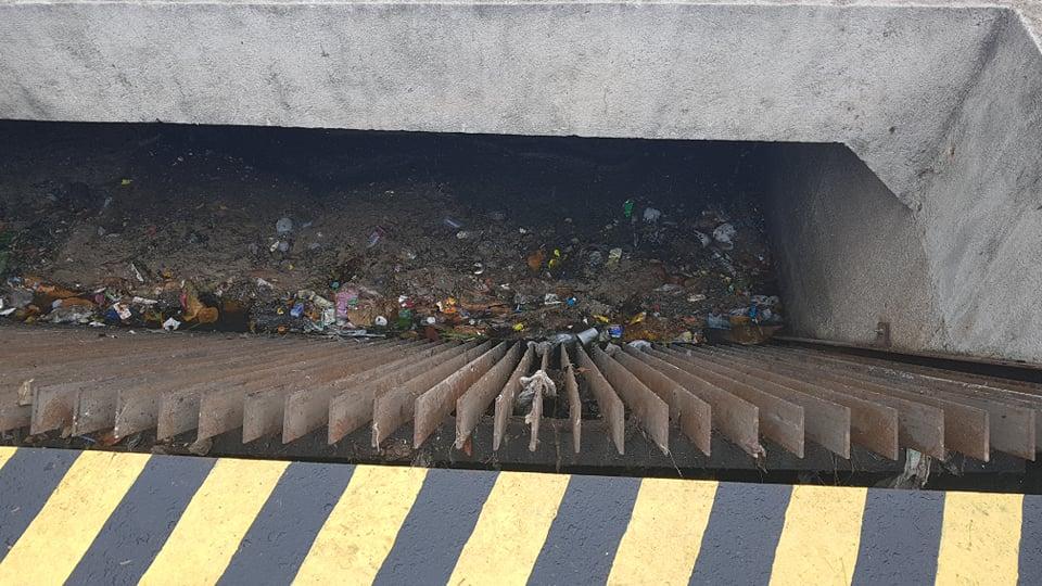 Lixo na Estação de bombeamento da Praia da Costa. Crédito: Patrícia Scalzer