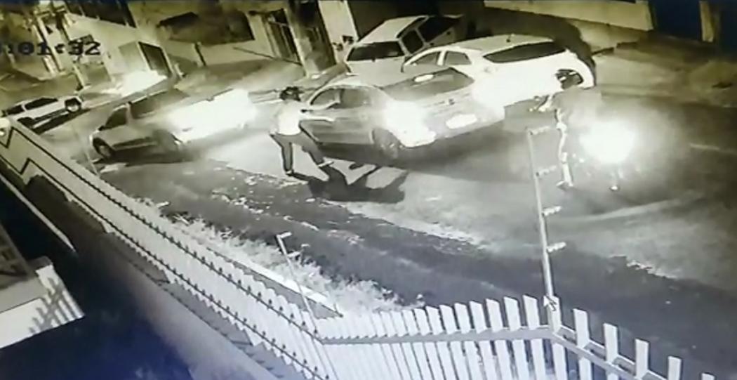 Motorista é rendida por assaltantes em Campo Grande . Crédito: Reprodução